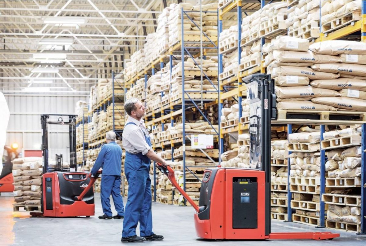 Complete-Guide-How-To-Choose-The-Right-Forklift-For-Your-Warehouse--1200x805.jpg