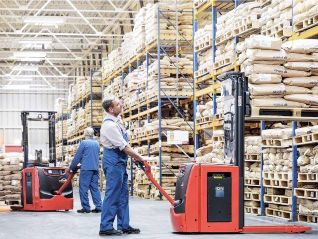 http://www.deniint.com.mk/wp-content/uploads/2019/08/Complete-Guide-How-To-Choose-The-Right-Forklift-For-Your-Warehouse--640x480.jpg